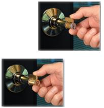 התקנת צילינדר CyberLock זהה להתקנת צילינדר מכני רגיל